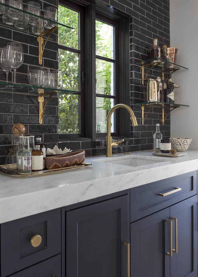 modern-mediterranean-black-and-brass-wet-bar